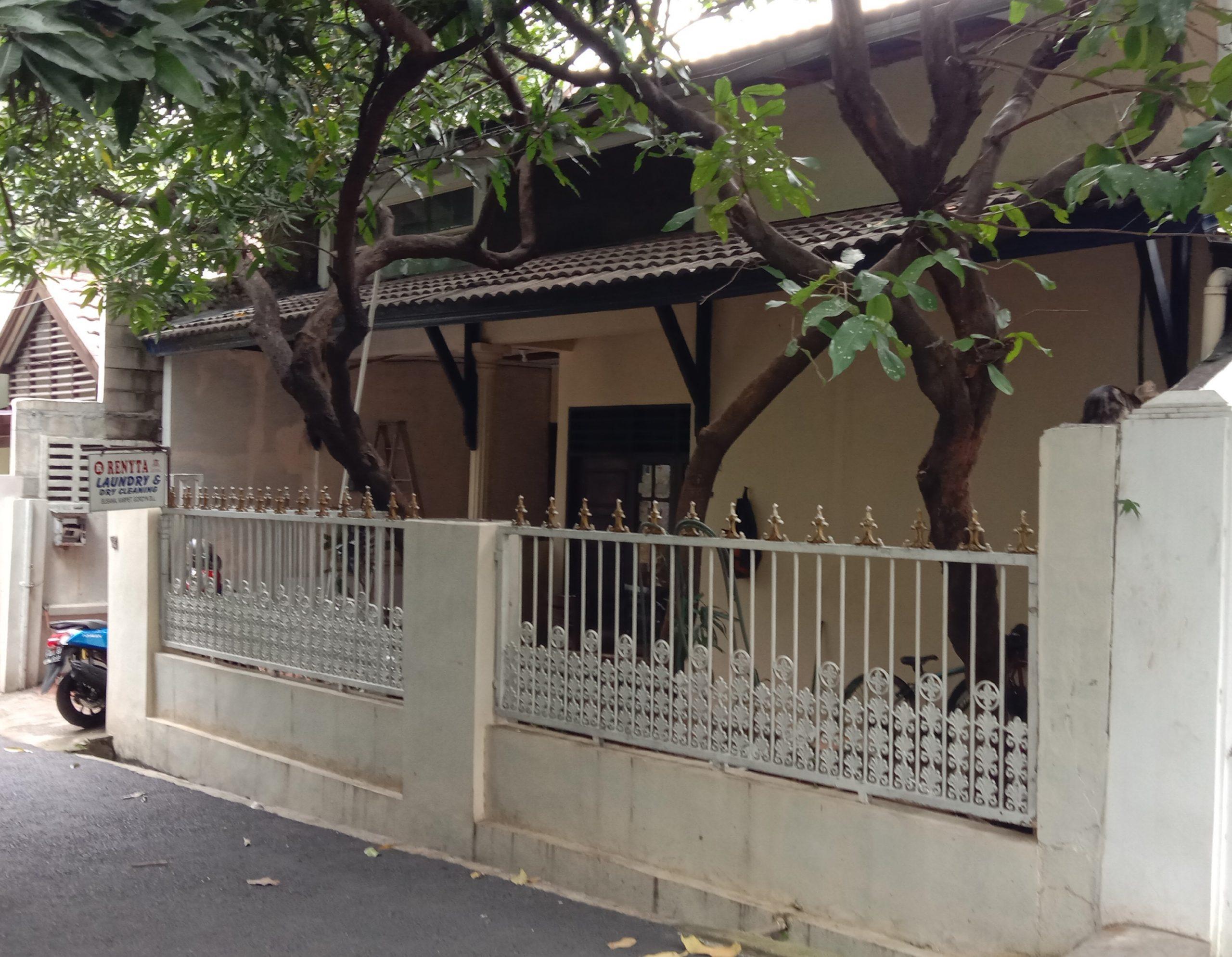 Rumah di mampang prapatan seberang imigrasi hanya 50 meter ke jalan raya