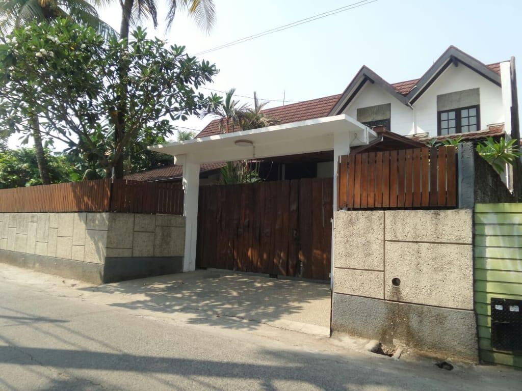 Rumah Dijual di Cinere, Asri dan Siap Huni