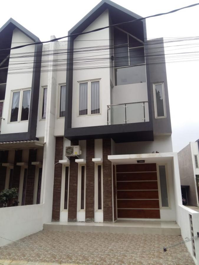 Rumah 2 Lantai di cibubur